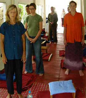 Wat Kow Tahm Standingmeditation