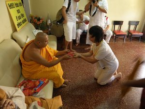 Theravada monks outside of Thailand do not use the offering cloth